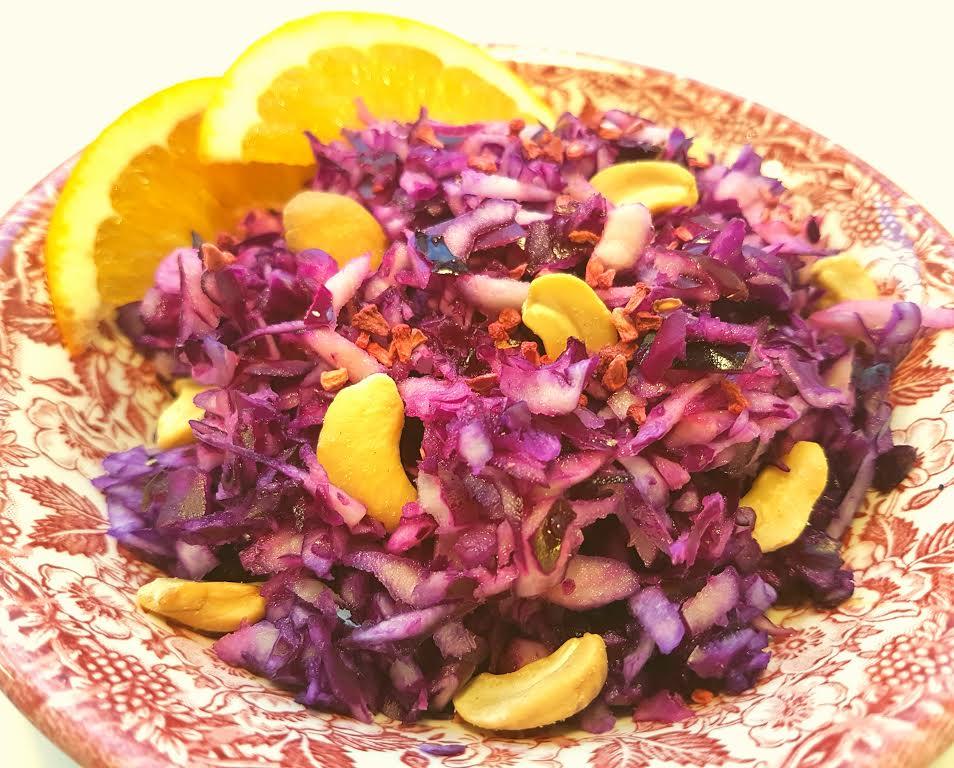 Rå rødkålsalat med cachewnødder