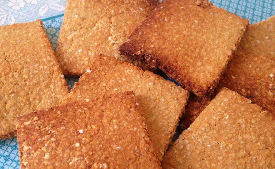 Kiks af kikærtemel og havreklid – proteinrig klidkiks