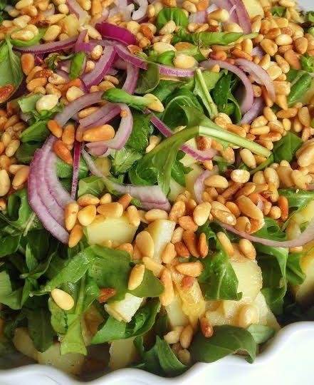 Salat med kolde kartofler, citron og pinjekerner