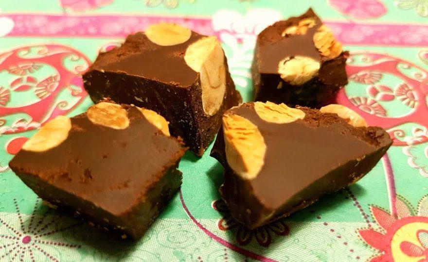 Kold tyrker chokolade med nødder